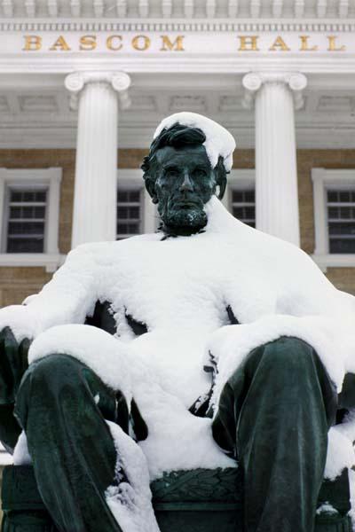 Lincoln_statue_snow00_3